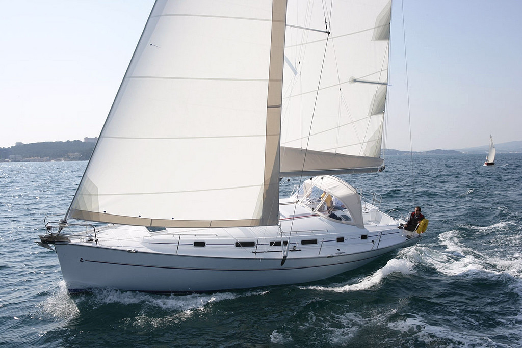 Full Team Charter Boat Beneteau Cyclydes 43.4